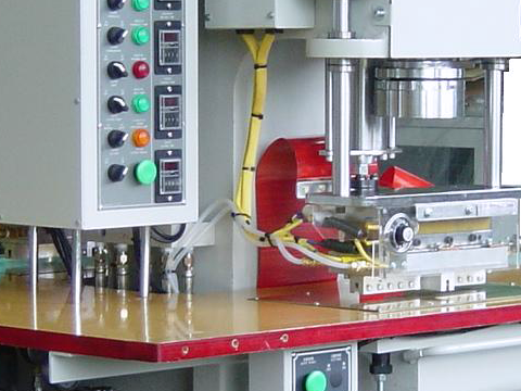 High frequency welding synchronous cutting machine